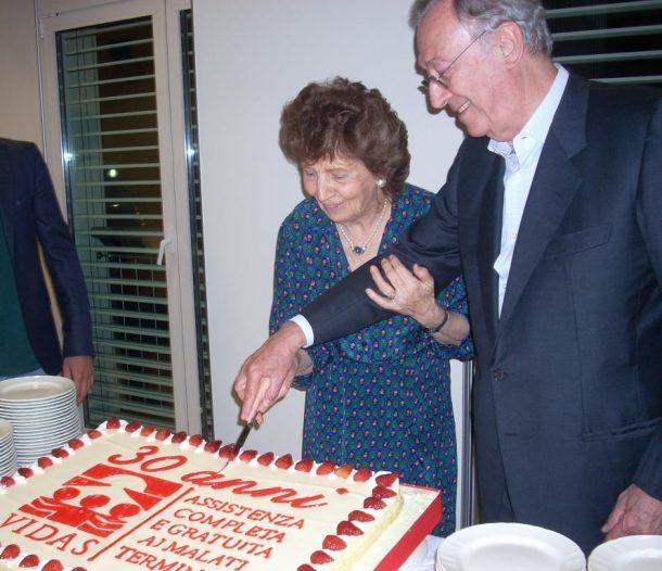Cavazzoni e Usellini tagliano la torta per i 30 anni di Vidas